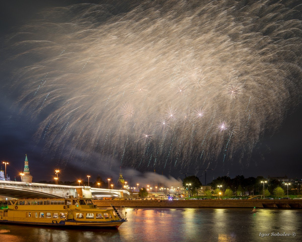 Festive fireworks over the Moscow Kremlin