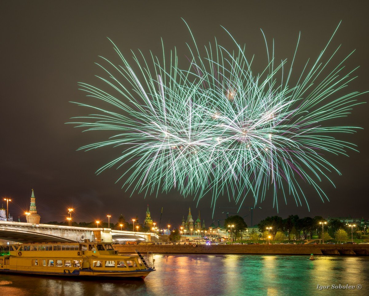 Festive fireworks over the Moscow Kremlin