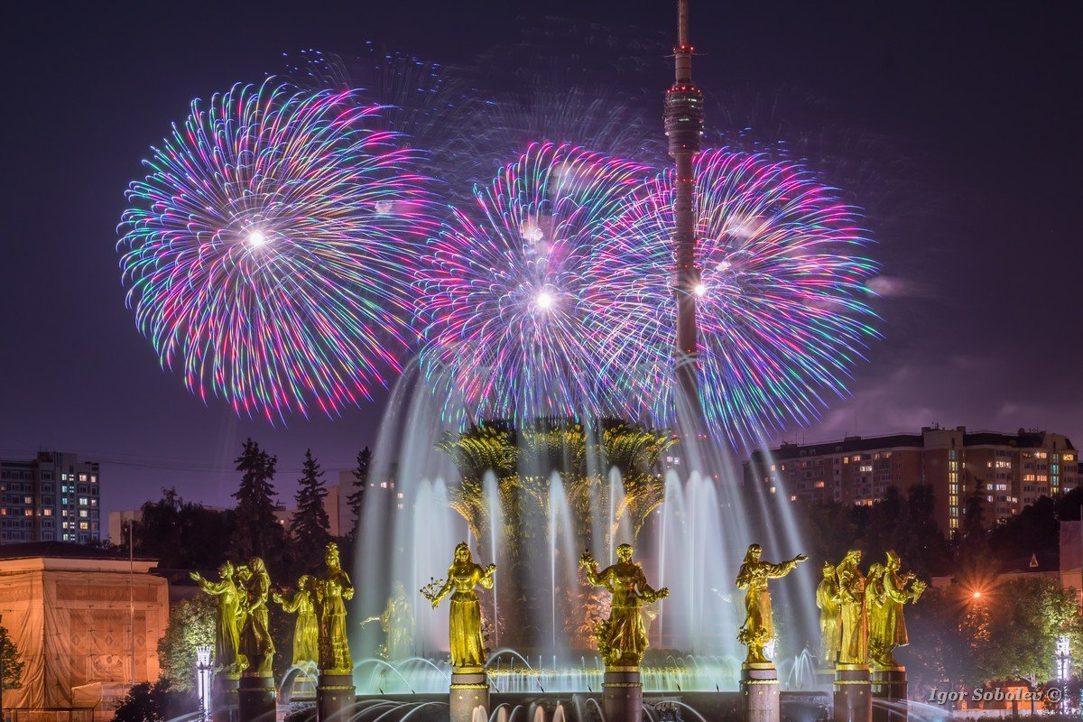 Fireworks on the background of fountain Friendship of People
