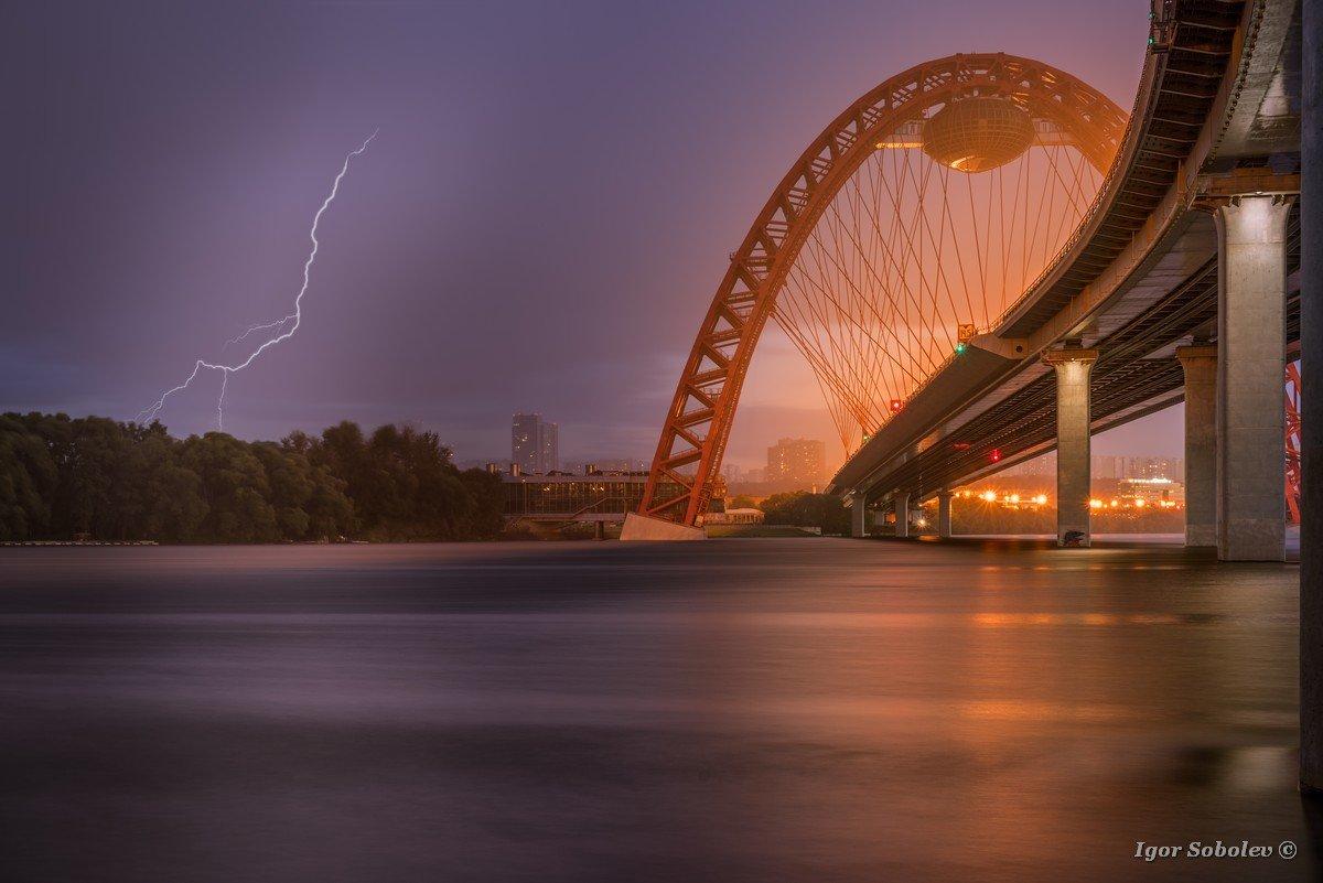 Гроза и молния в Москве у Живописно