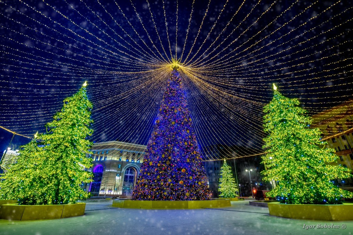 Christmas tree on Lubyanka Square in Moscow in snowfall