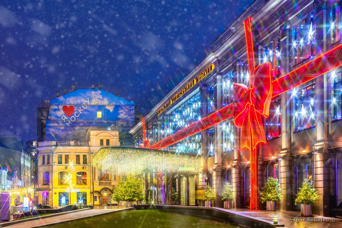 Moscow, Russia - December, 16, 2017, Central Department Store, TSUM, in Moscow in a snowfall