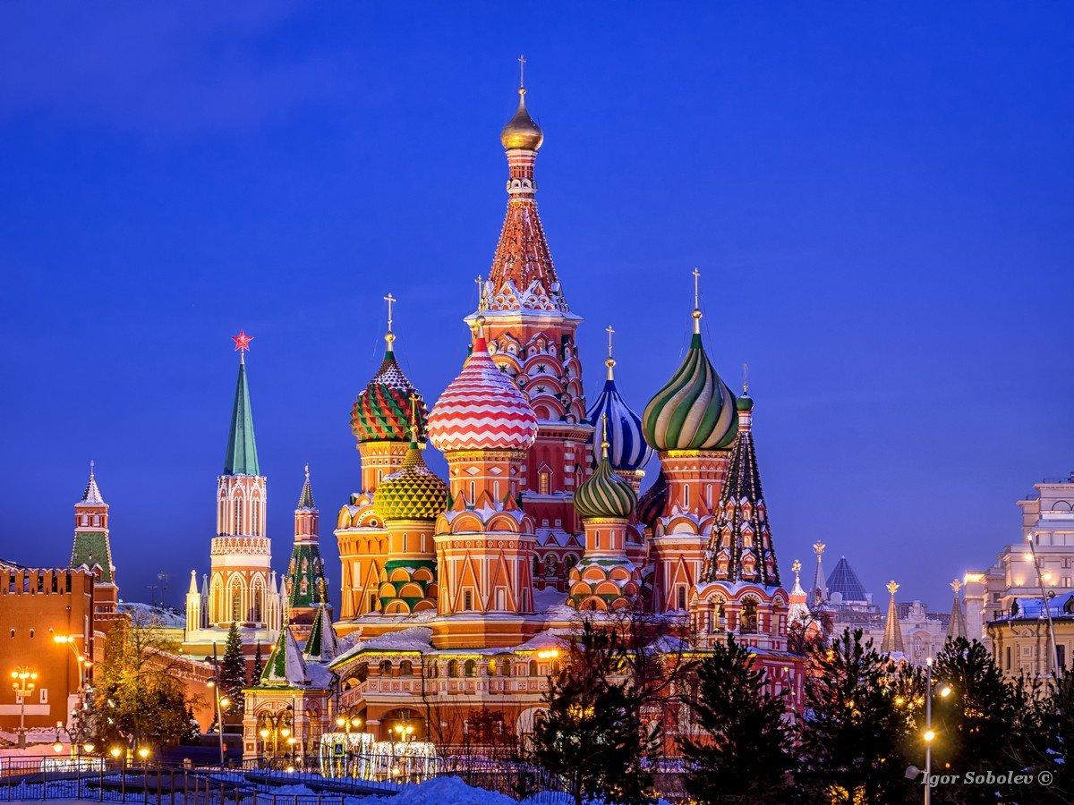 Собор Василия Блаженного в зимний вечер