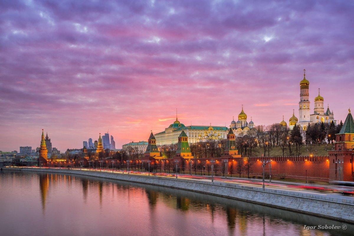 Red sunset over the Moscow Kremlin / Красный закат