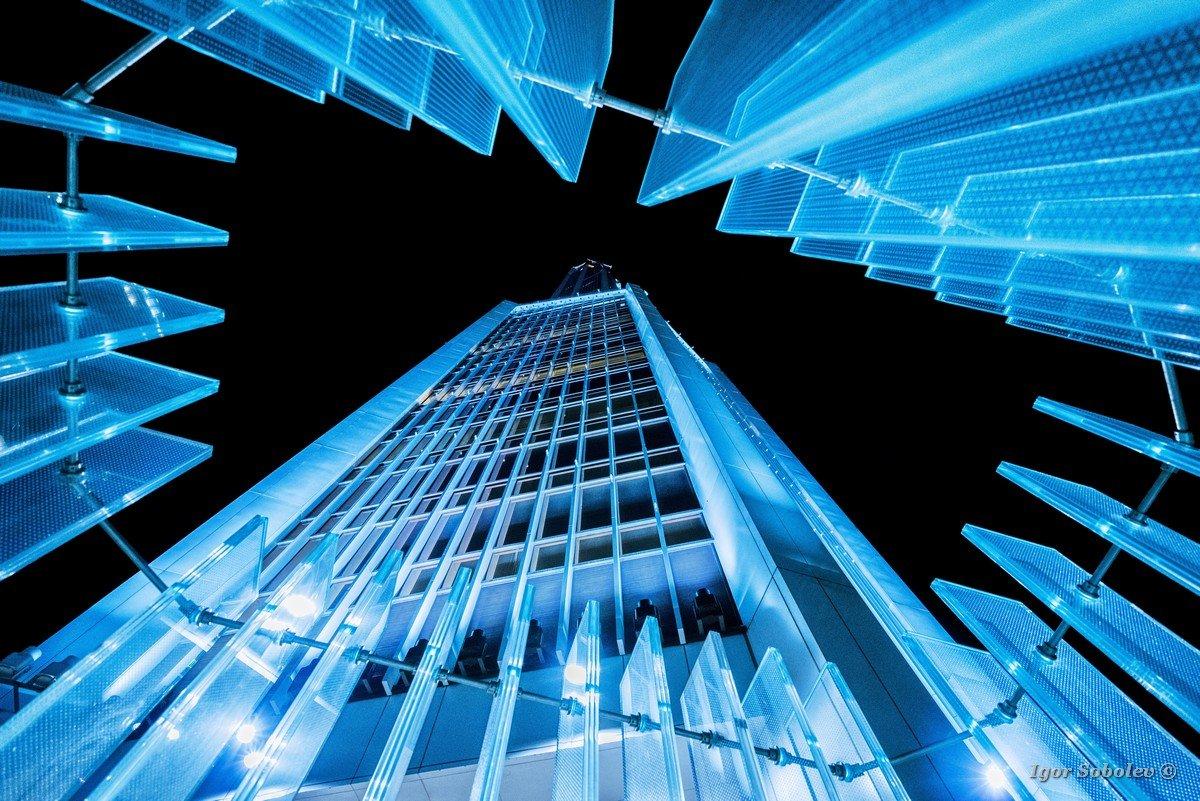 Night view of the skyscraper