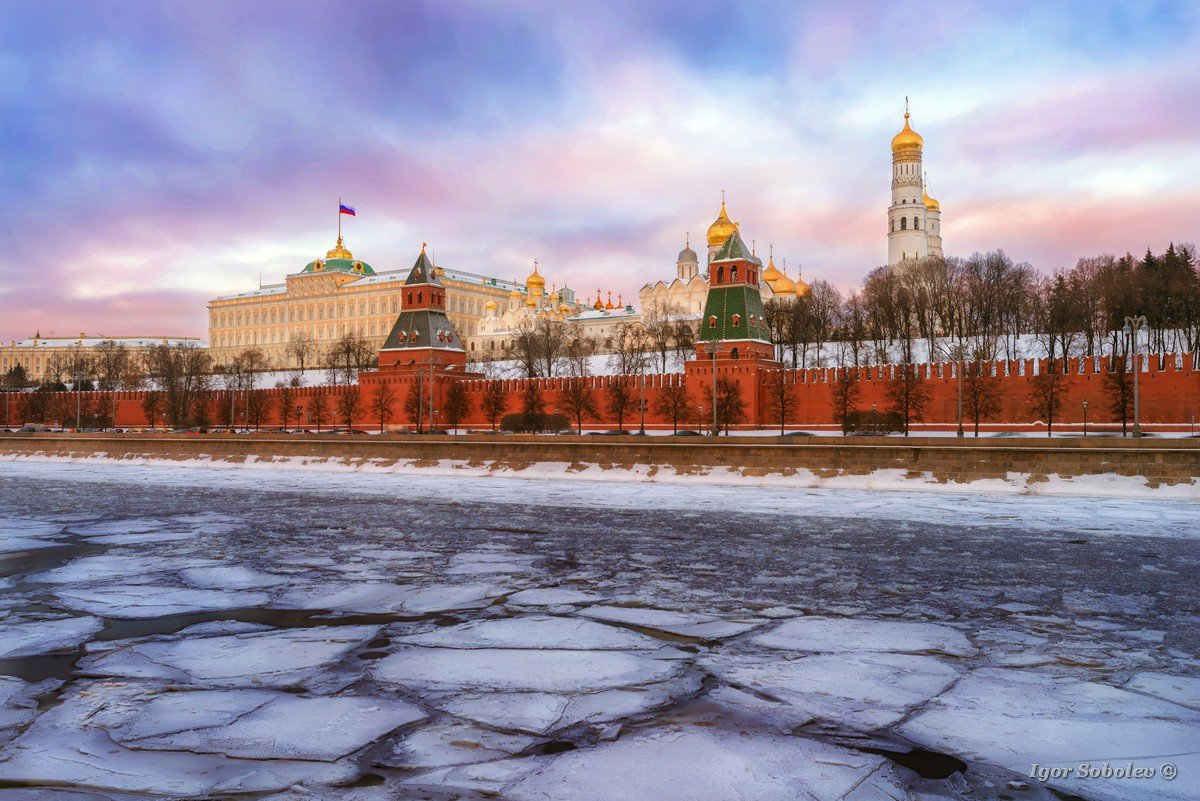Moscow Kremlin winter morning
