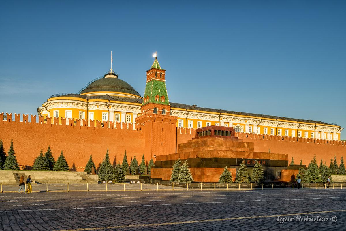 Мавзолей, Сенатская башня и Сенатский дворец