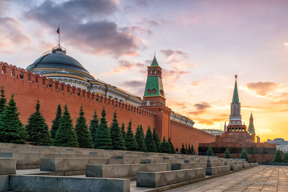 The wall of the Moscow Kremlin and the Mausoleum at sunset in the evening