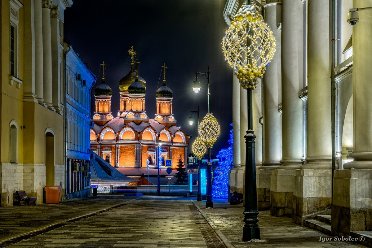 Znamensky Cathedral at Varvarka at winter night