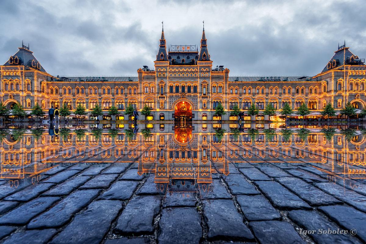 Отражение ГУМа на Красной площади