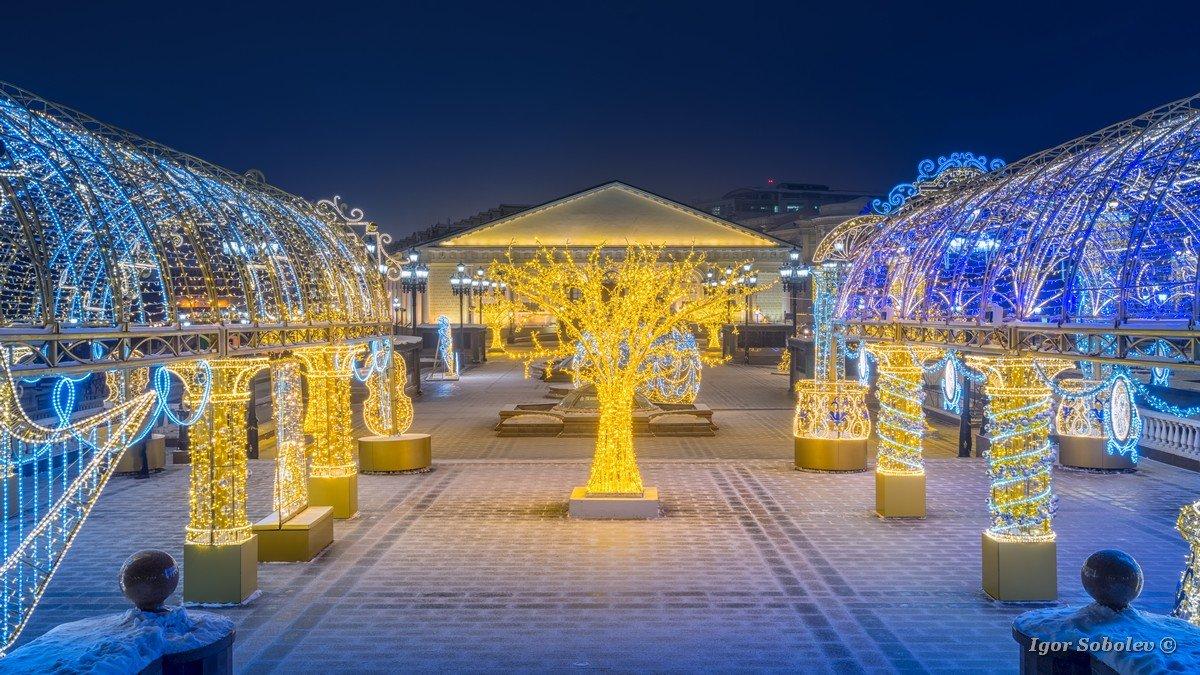 New Year installation on Manezhnaya Square at night