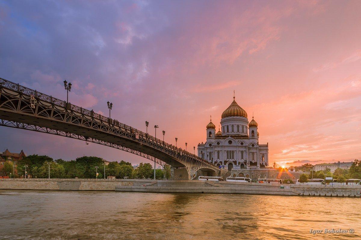 Храм Христа Спасителя вечером /Sunset at the Cathedral of Christ the Savior