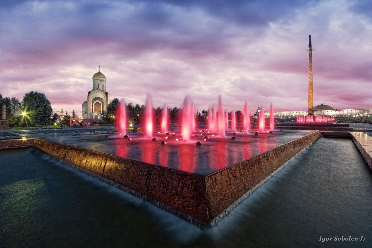 Poklonnaya Gora Fountain at Sunset