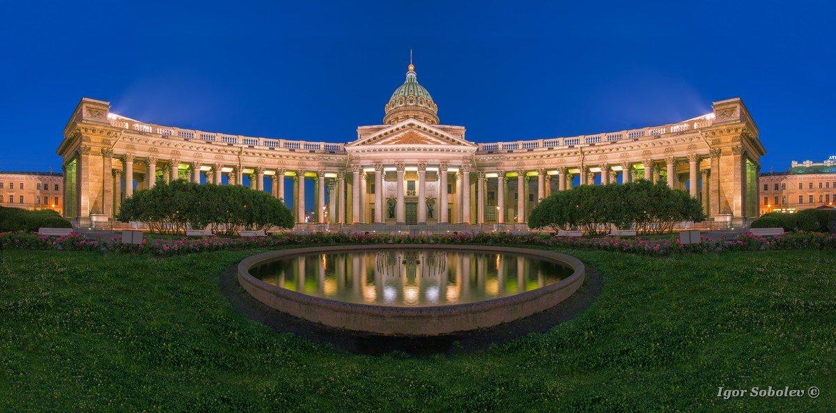 Панорама Казанского собора ночью / Panorama of Kazan Cathedral at night