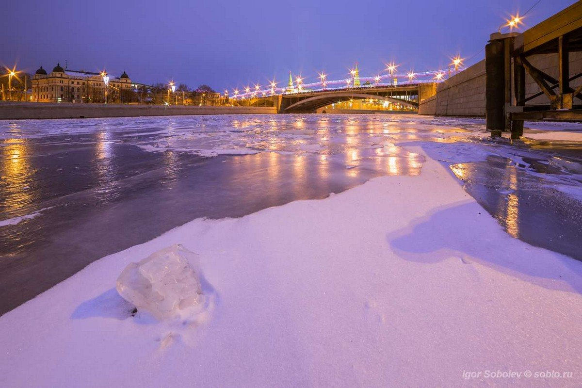 View of the Great Stone Bridge from the ice of the Moscow River