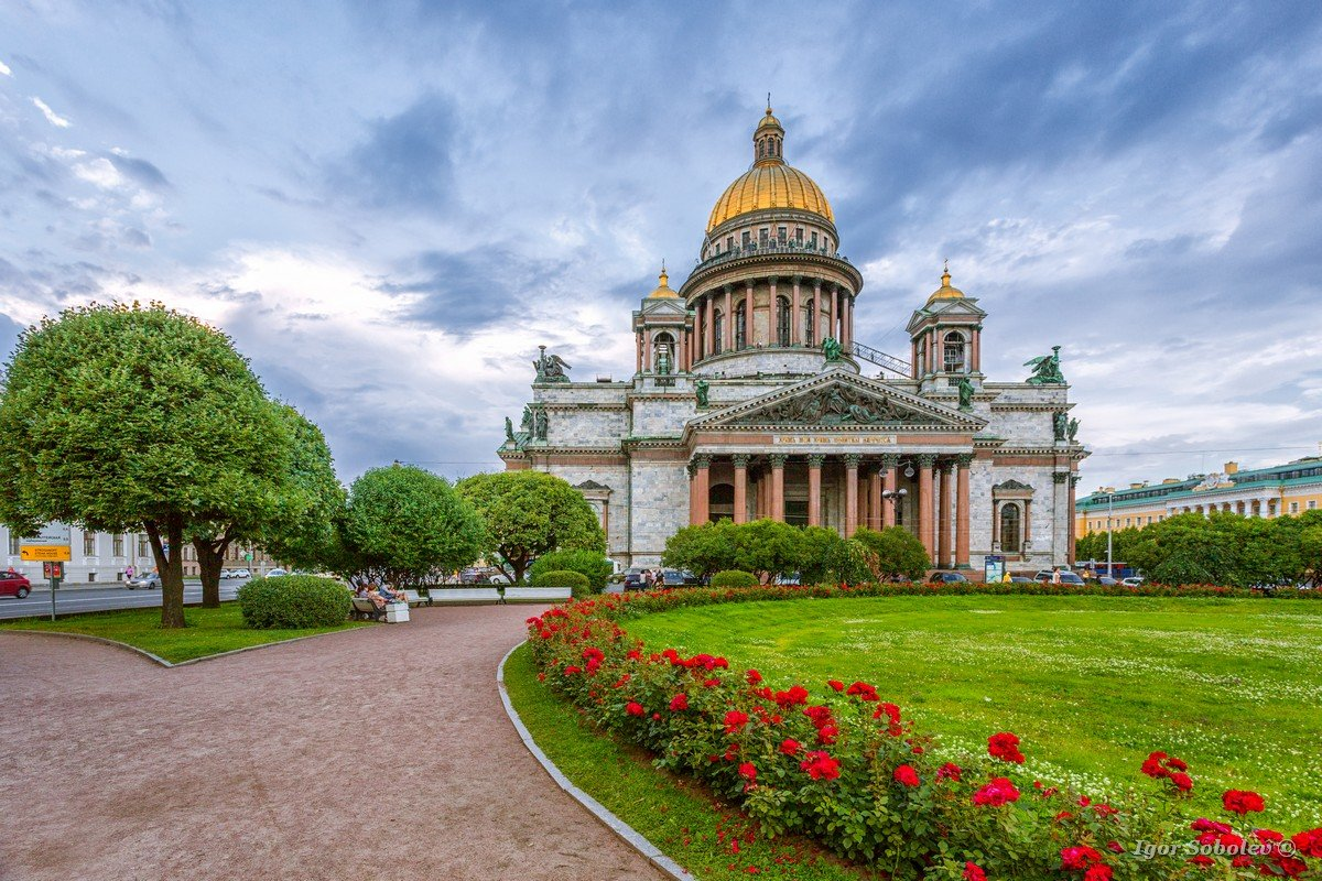 St. Isaac's Cathedral in cloudy weather with flowers