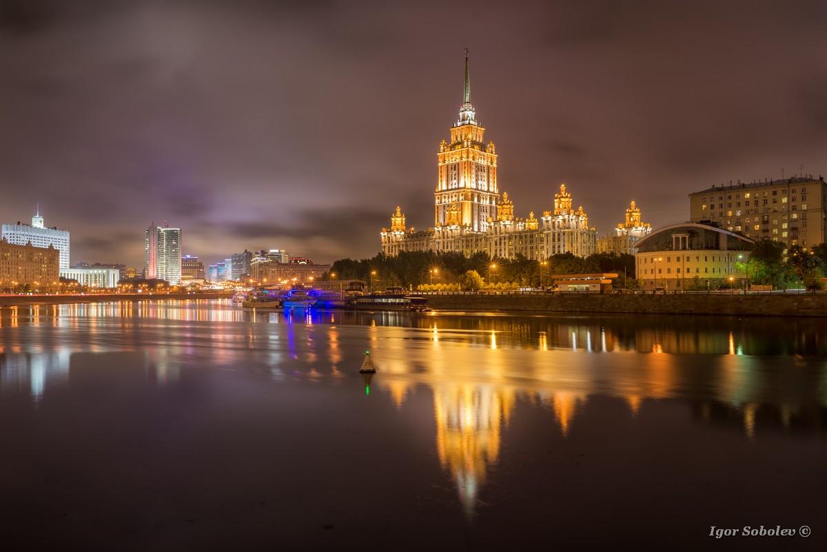 Гостиница Украина ночью