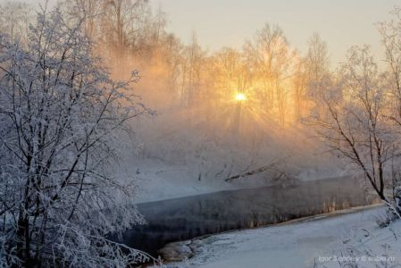 The sun's rays in a frosty morning on the river