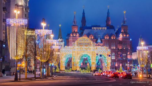 Новогоднее украшение Тверской улицы