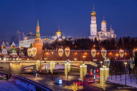Московский Кремль с новогодней подсветкой