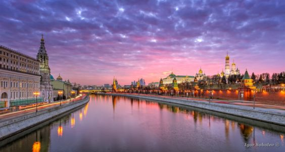 View of the Moscow Kremlin and the Sofia embankment with a red s