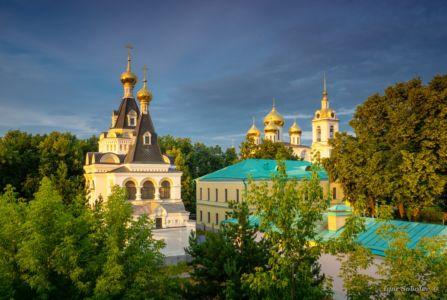 Успенский собор и Елизаветинская церковь Дмитровского кремля