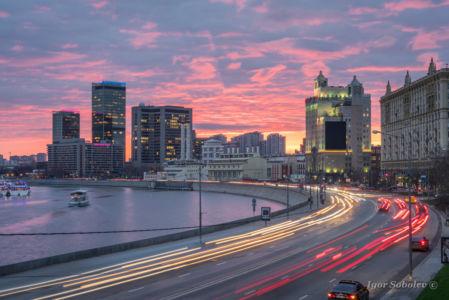 Закат на Смоленской набережной