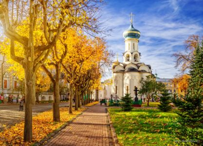 Dukhovskaya Church of the Trinity-Sergius Lavra in morning