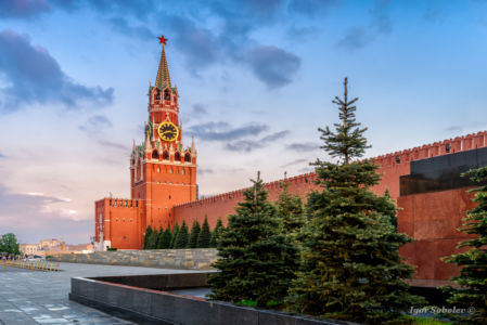 Spasskaya tower of the Moscow Kremlin in the evening