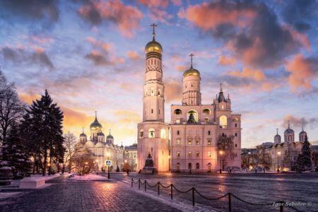 Площадь Московского Кремля зимним вечером