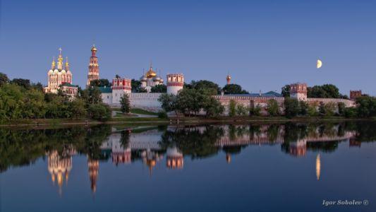 Новодевичий монастырь вечером