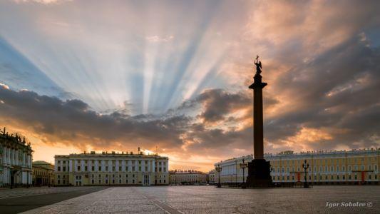 Дворцовая площадь на рассвете