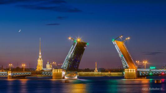 Развод Дворцового моста в Санкт-Пе