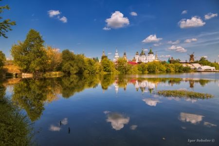 Reflection of the Izmailovo Kremlin with clouds