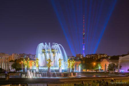 Останкинская телебашня и фонтан Дружбы народов на ВДНХ