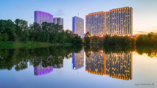 Evening reflection of tourist hotel complex Izmailovo / Вечернее отражение туристическо гостиничного комплекса Измайлово