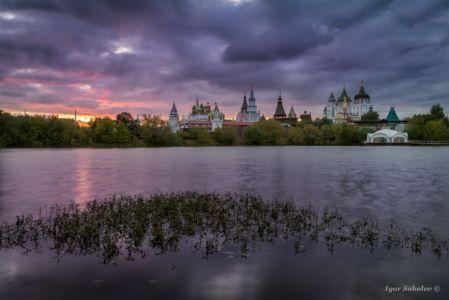 Вид на Измайловский кремль вечером