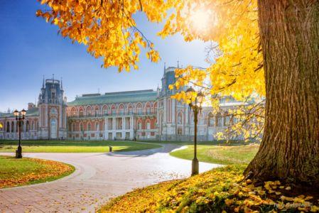Большой дворец в Царицыно осенью