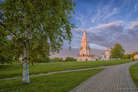 Dawn in the park Kolomenskoye. Moscow.
