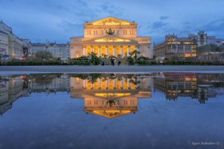 Отражение Большого театра