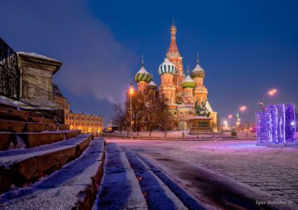 Собор Василия Блаженного на Красной площади в зимнюю ночь