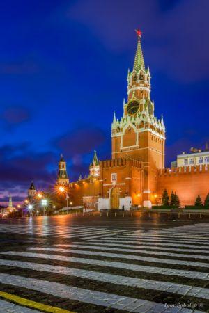 Спасская башня Московского Кремля на рассвете