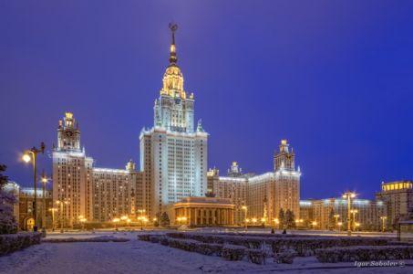 Главное здание МГУ вечером