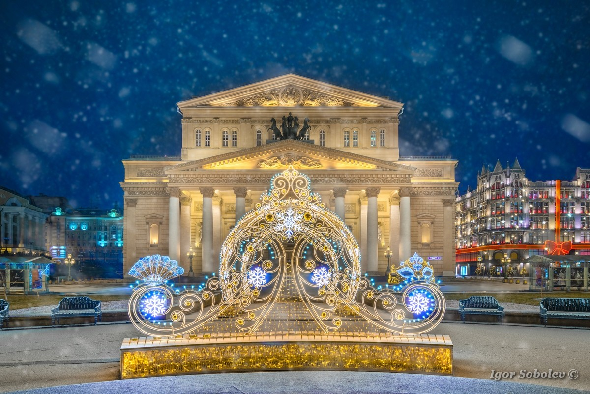 Christmas installation at the Bolshoi Theater in the evening