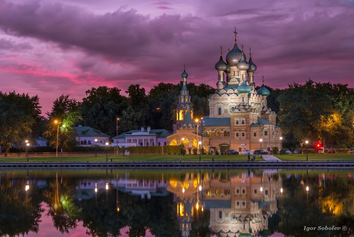 Вечерний вид на Храм Живоначальной Троицы в Останкино / Evening view of the Church of the Holy Trinity in Ostankino
