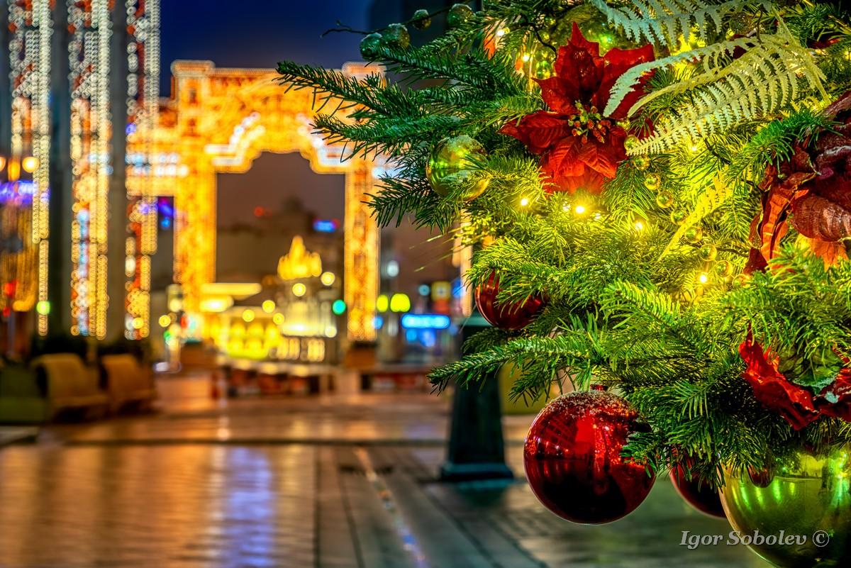 Праздничная иллюминация в Камергерском переулке Москве / Festive illumination in Kamergersky lane in Moscow