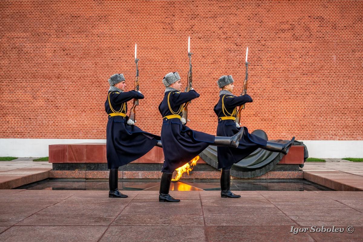 Почетный караул около Вечного огня / Honor Guard near the Eternal Flame