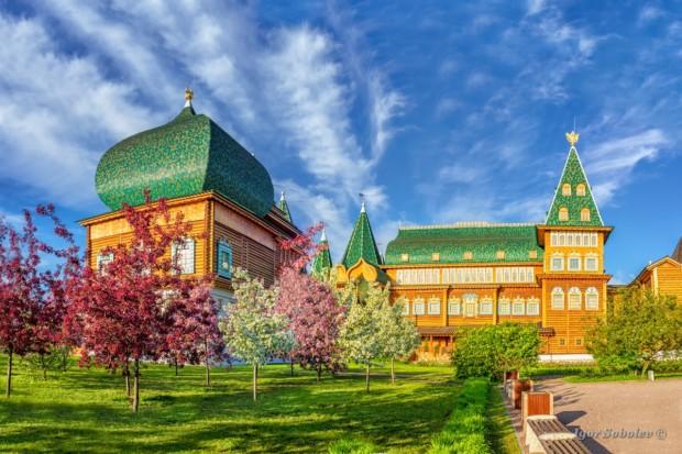 Дворец Алексея Михайловича весной